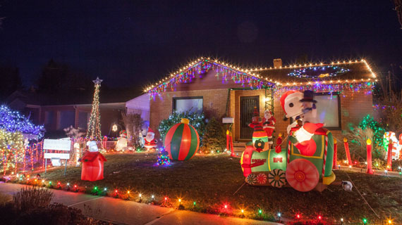 How To Decorate Your House With Christmas Lights Like A Pro Suu